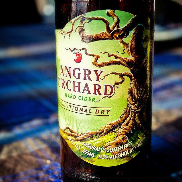 Об интересном сорте. Что такое жёсткий сидр? Крепкий сидр. Hard Cider. Angry Orchard Traditional Dry. Обзор сидра.