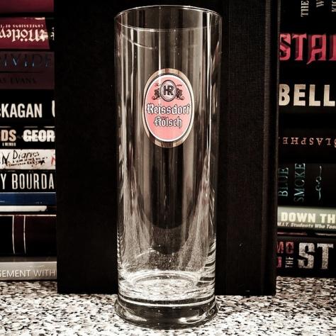 Правильный бокал для пива кёльш.