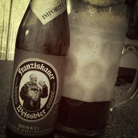 Пиво и еда.