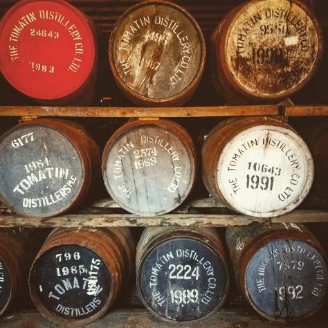 Цена виски. Как она формируется? Бочки виски. Винокурня Tomatin.