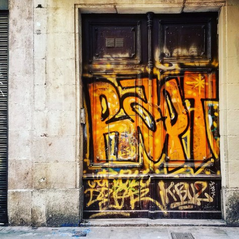 Пять причин любить и ненавидеть Барселону.